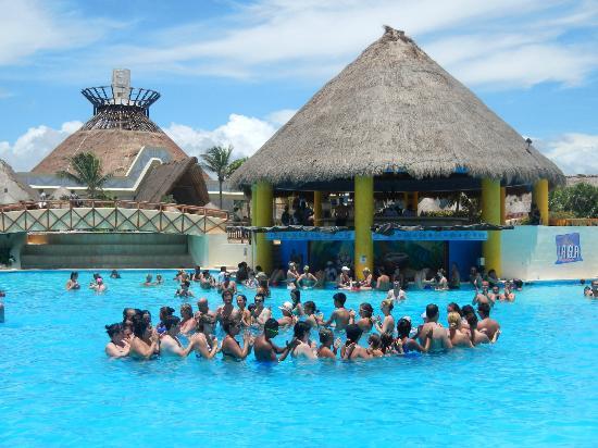 Grand Bahia Principe Tulum: animación en piscina tulum