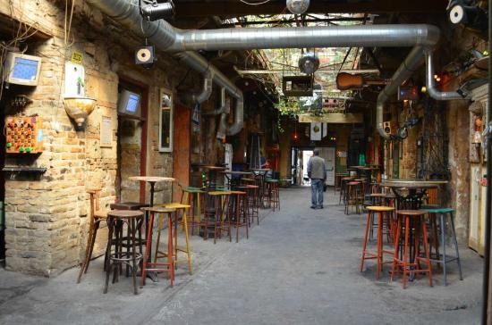 Budapest-sensations : Dans un bar de ruines