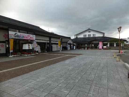 Folkloro Kakunodate: Station entrance and hotel beyond