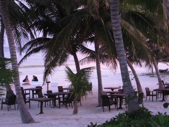 Hotel Cabanas Tulum: Breakfast and lunch on beach