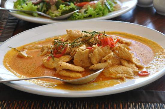 Anyavee Tubkaek Beach Resort: chicken red curry