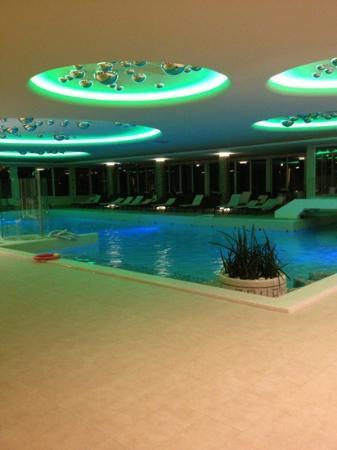 Hotel Terme Venezia: piscina interna di sera