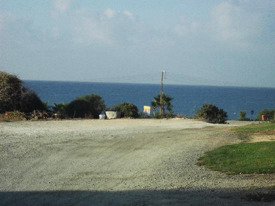 Hylatio Tourist Village: beach road