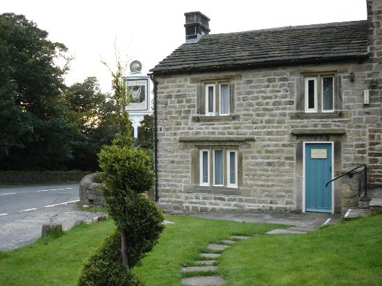 Innkeeper's Lodge Hathersage, Peak District: Our room was the top of this building across a courtyard from the pub.