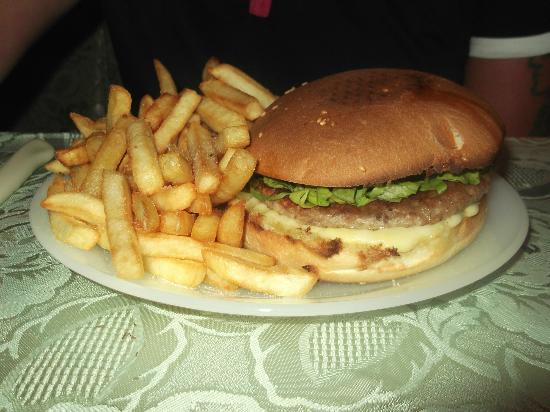 Hylatio Tourist Village: vanettos huge burgers and only 5 euros