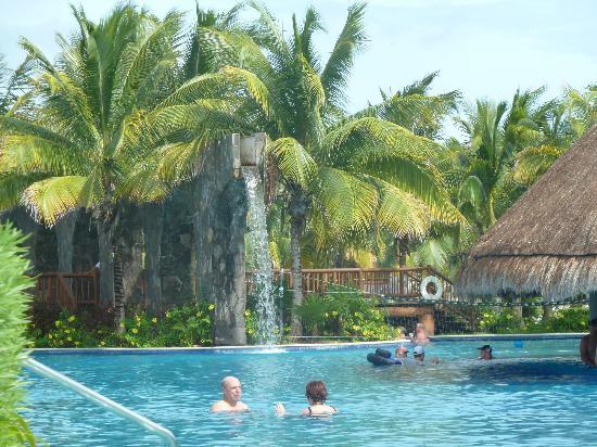 Valentin Imperial Maya: pool