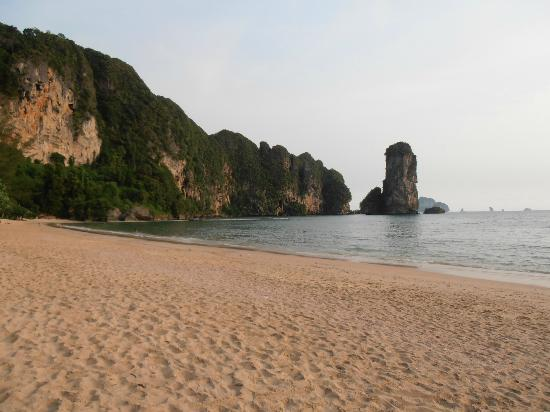 Centara Grand Beach Resort & Villas Krabi: Beach in front of hotel