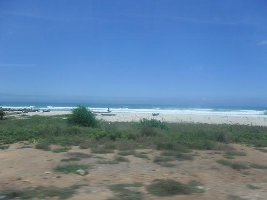 De Holiday Beach Hotel: Local Kokobrite Beach 