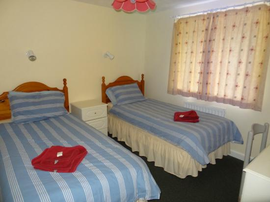 Porth Lodge Hotel: Front bedroom with twin beds