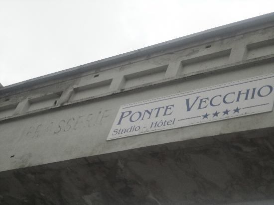 Hotel Ponte Vecchio : puente fabrica-hotel ruinas