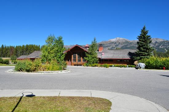 Lake Louise Station Restaurant : The restaurant from the front side, railway carriages to left and gardens to right