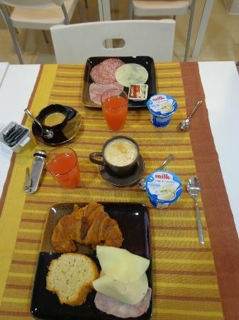 ريليه سان بيترو: Pequeno Almoço 
