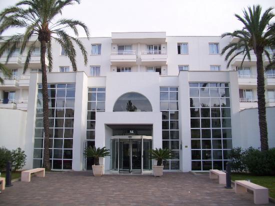 Protur Vista Badia Aparthotel: Hotel Vista Badia (front)