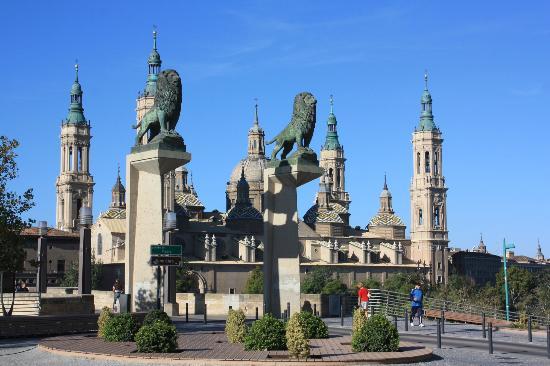 Ibis Zaragoza Centro: The Old Bridge and the Basilica
