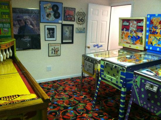 Summer Nites Bed & Breakfast: Game room