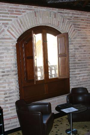 AC Palacio De Santa Paula, Autograph Collection: Superior Room Stone and Wood Details