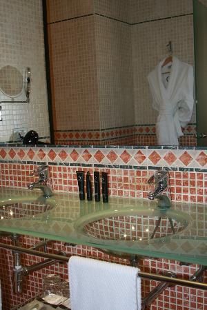 إيه سي بالاسيو دي سانتا بولا، أوتوجراف كوليكشن: Bathroom Double Vanity 