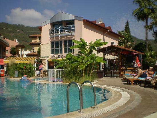 Faber Apart Hotel: Pool area
