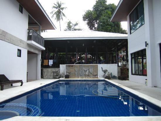 Superpro Samui: het zwembad