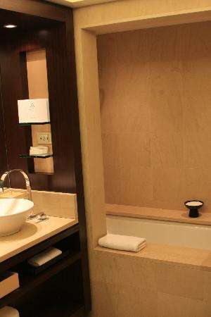 Hotel Arts Barcelona: Large Soaking Tub