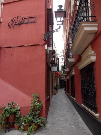 Apartamentos Murillo: la via hotel a destra appartamenti a sinistra