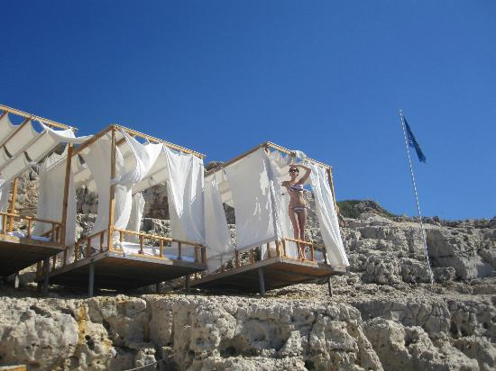 Lycia Hotel: лежаки у моря