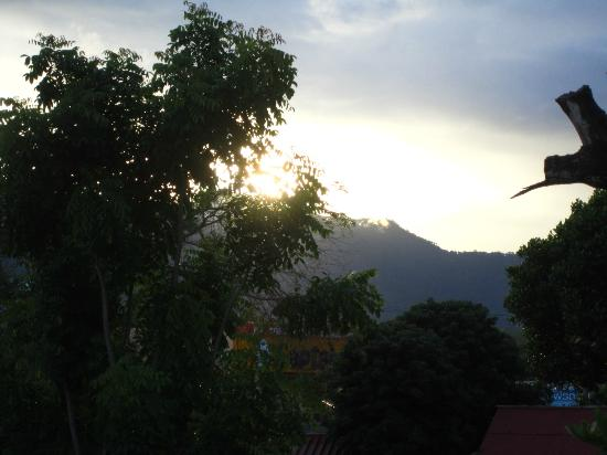 Pai River Curve Resort: sunset from the room