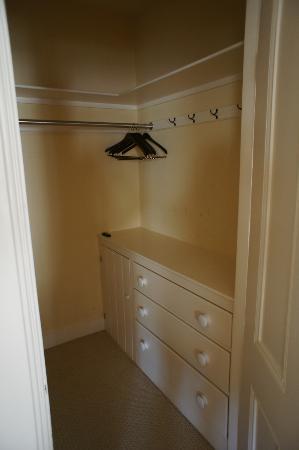 The Union Park Guest House: Large closet 