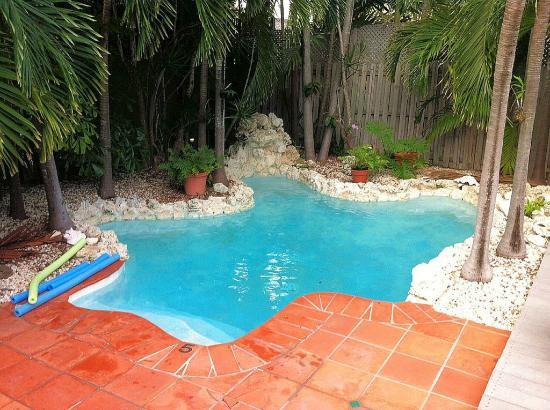 Suite Dreams Inn: La piscine