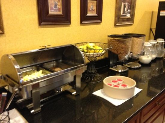 BEST WESTERN Dartmouth Inn: hot breakfast...