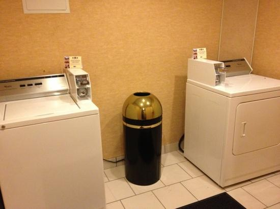 BEST WESTERN Dartmouth Inn: laundry facility