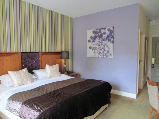 Brook Lane Hotel: Deluxe room- Bed