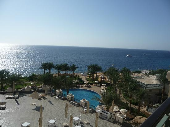 Stella Di Mare Beach Hotel & Spa: View over the pool