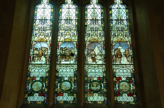 The Church of St Peter: Binton聖ペテロ教会のスコット遠征隊メモリアルステンドグラス