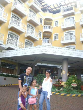 Hotel Elizabeth Baguio: majestic view of the hotel front