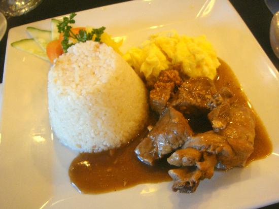 Hotel Elizabeth Baguio: adobo made more yummy- looking!!!