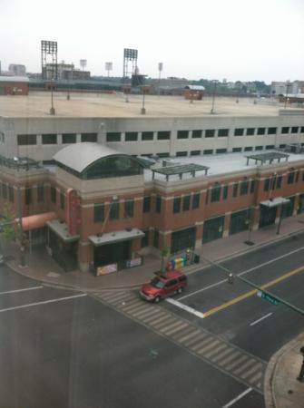 Hampton Inn & Suites Memphis - Beale Street: Hooters is outside the hotel