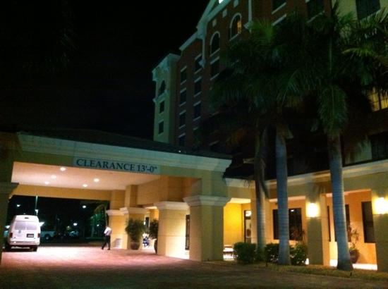 Embassy Suites by Hilton Fort Myers - Estero: Entrada