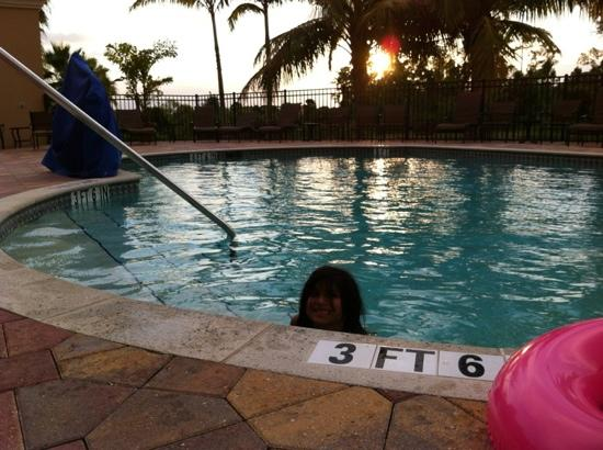 Embassy Suites by Hilton Fort Myers - Estero: Piscina climatizada