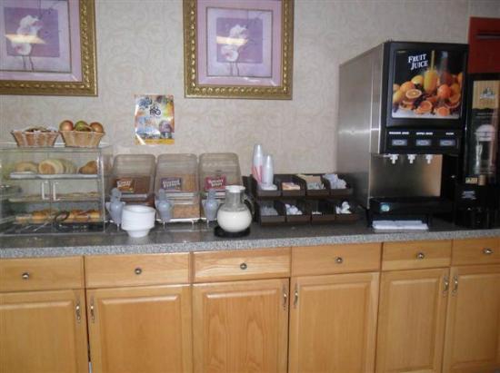 Quality inn Westfield: Continental breakfast