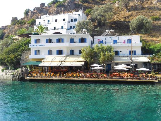 Sifis Hotel & Bistro Cafe: Vy från Daskalogiannis över hotel Sifis