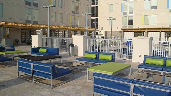 Aloft Asheville Downtown: The pool and fire pit area