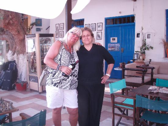 Sifis Hotel & Bistro Cafe: Jag och Christina tar farväl