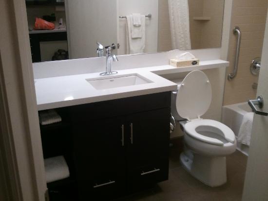 Candlewood Suites Birmingham - Hoover: Bathroom
