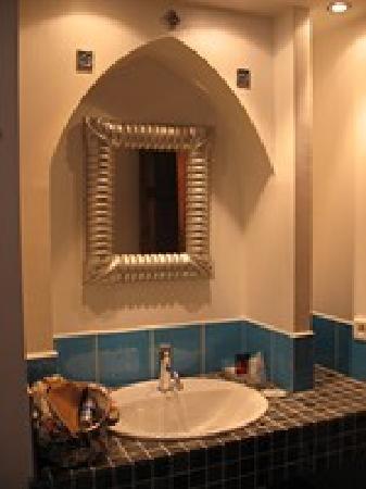 Hotel l'Astrolabe: Salle de bain de la chambre Inde
