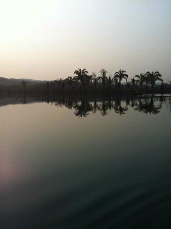 Niquelandia, GO: paisagem do lago