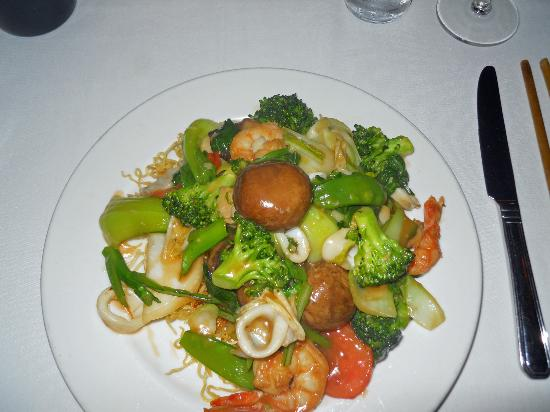 Le Colonial - Mi Xiao Do Bien (Stir-fried shrimp, scallops, calamari, & mixed vegetables)