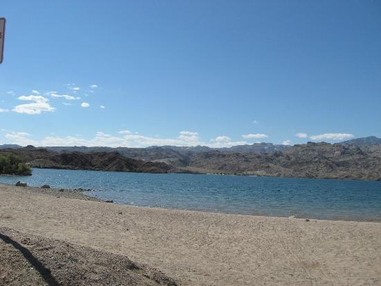 Wide beaches picture of lake mohave laughlin tripadvisor for Lake mohave fishing