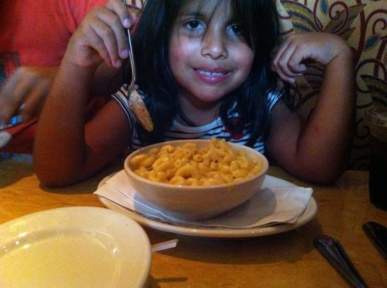 The Cheesecake Factory : Mac and cheese para mi niña!