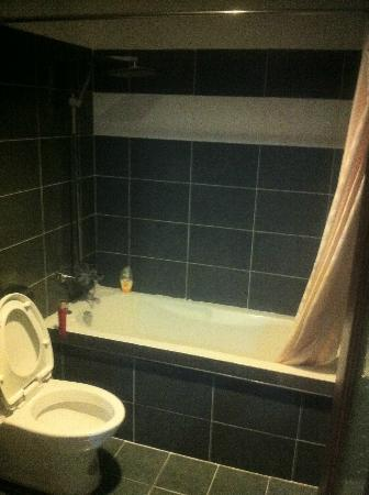 Viet Ha Hotel : Bathroom